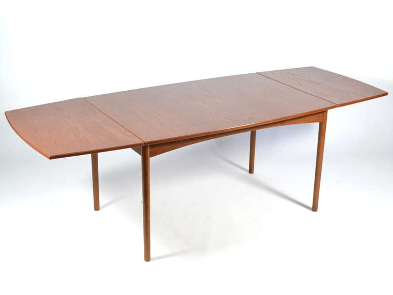 Scandinavian Modern Teak Drop-Leaf Table by Børge Mogensen For Sale