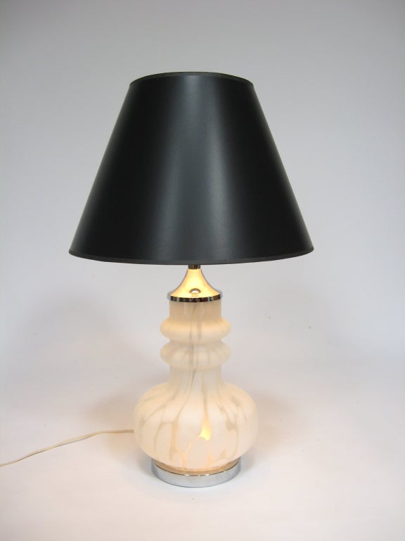 Mid-20th Century Laurel Table Lamp with Italian Glass Base For Sale