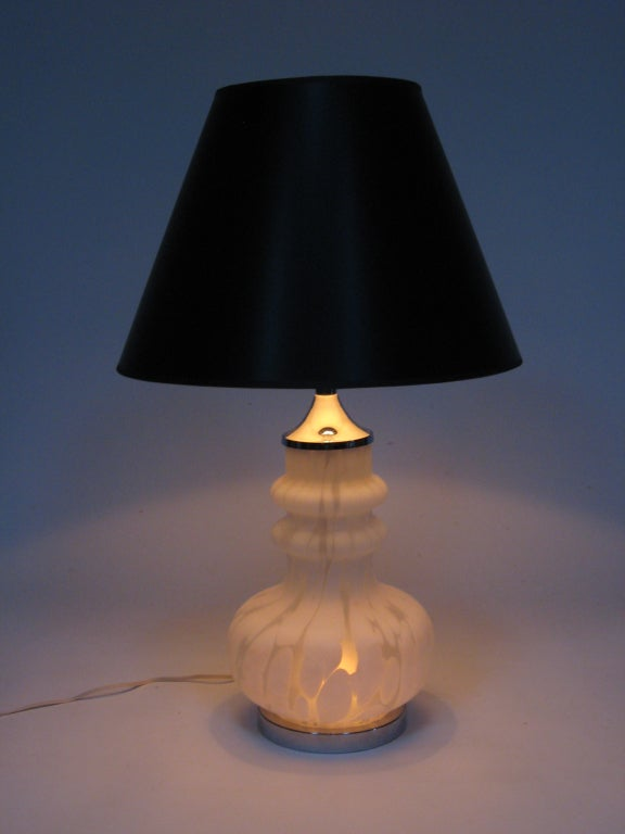 Laurel Table Lamp with Italian Glass Base For Sale 3