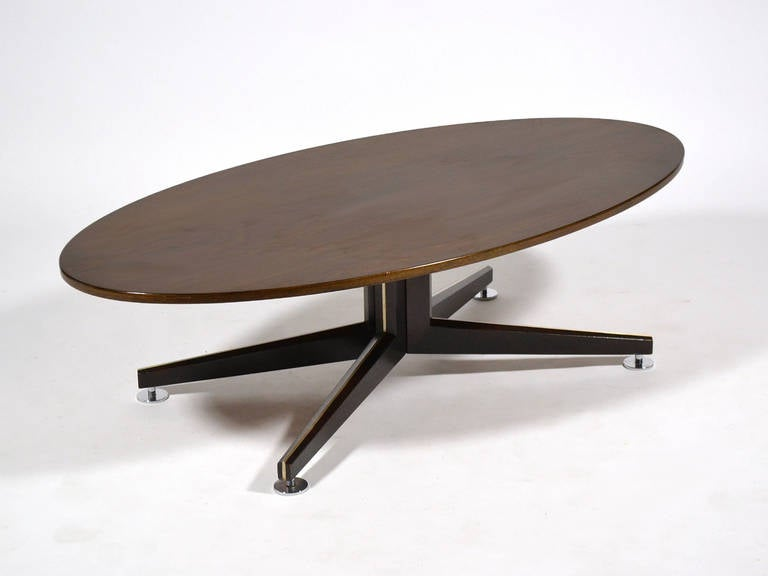 Edward Wormley Elliptical Rosewood Coffee Table by Dunbar In Good Condition For Sale In Highland, IN