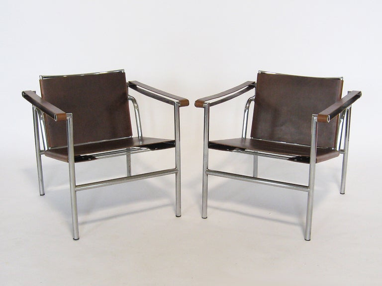 Mid-Century Modern Pair of Le Corbusier LC1 lounge chairs For Sale