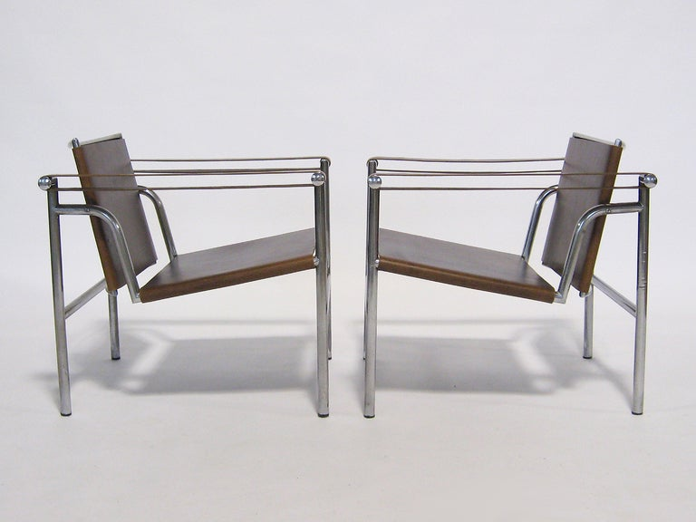Pair of Le Corbusier LC1 lounge chairs For Sale 2