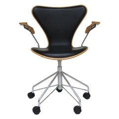 Arne Jacobsen series 7 task chair by Fritz Hansen