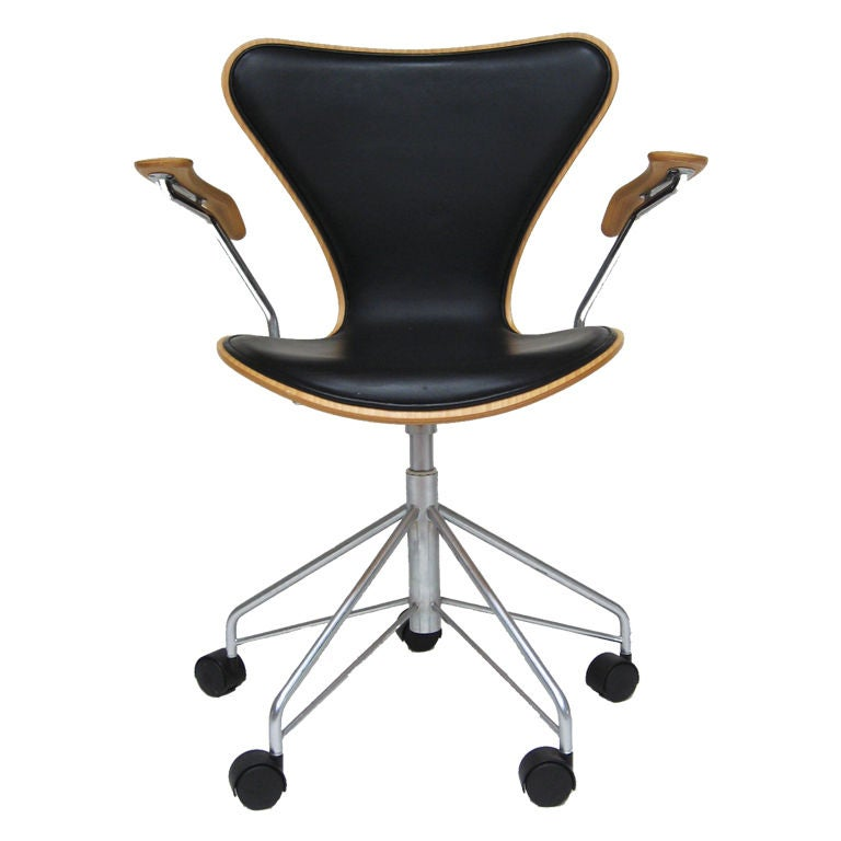arne jacobsen series 7 task chair by fritz hansen. Black Bedroom Furniture Sets. Home Design Ideas