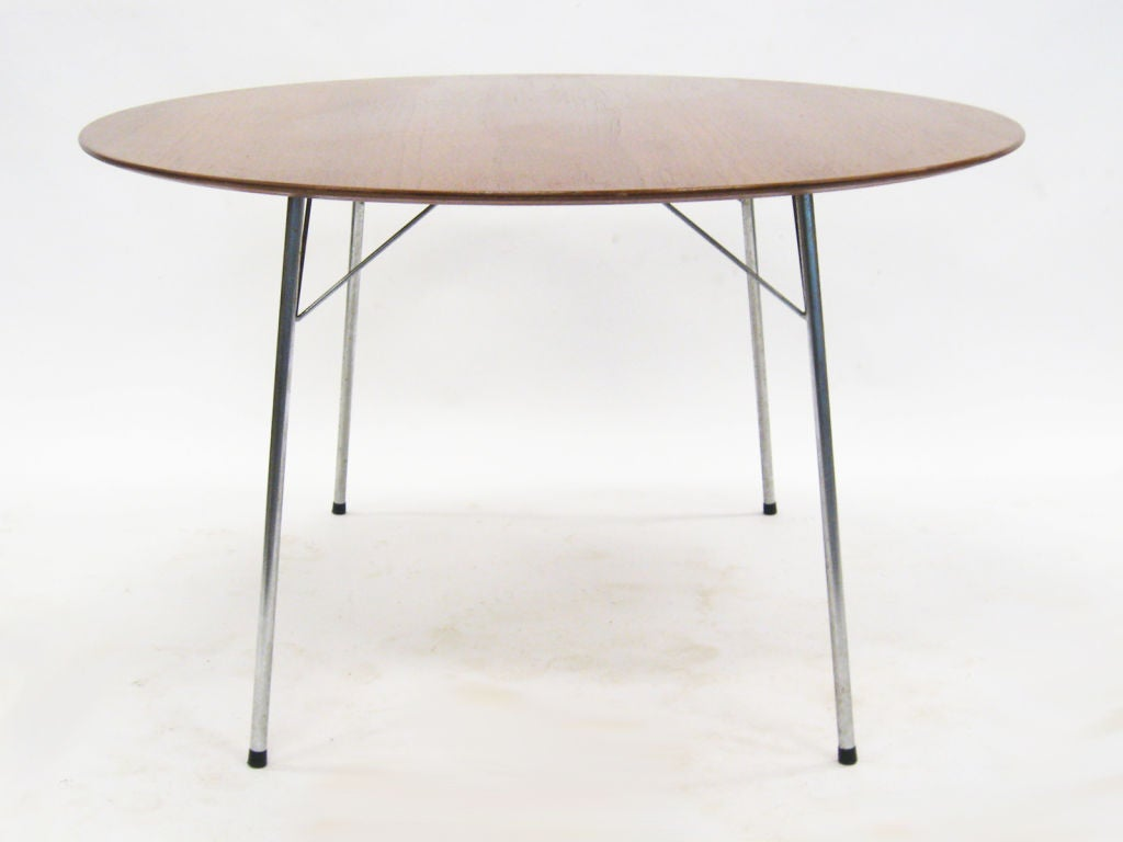 Model 3600 dining table by arne jacobsen for fritz hansen for Dining table models