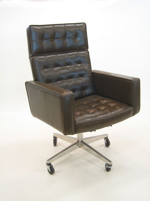 American Vincent Cafiero Executive Task Chair By Knoll For Sale