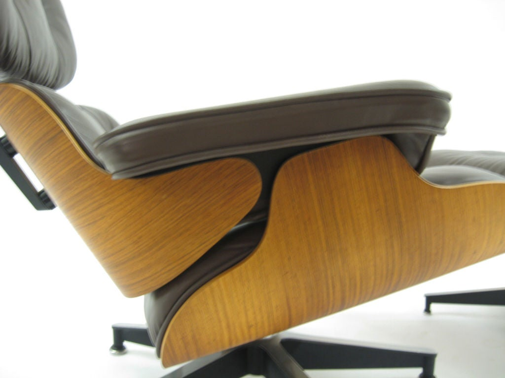Late 20th Century Eames rosewood & brown leather lounge & ottoman by Herman Miller For Sale