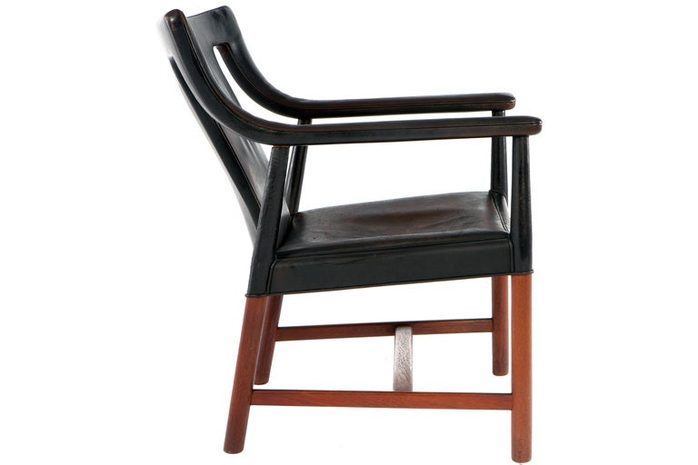 Rare LP48 armchair from 1948 by Ejner Larsen and Aksel Bender Madsen, made by Ludvig Pontoppidan in original black leather. Signed with label.