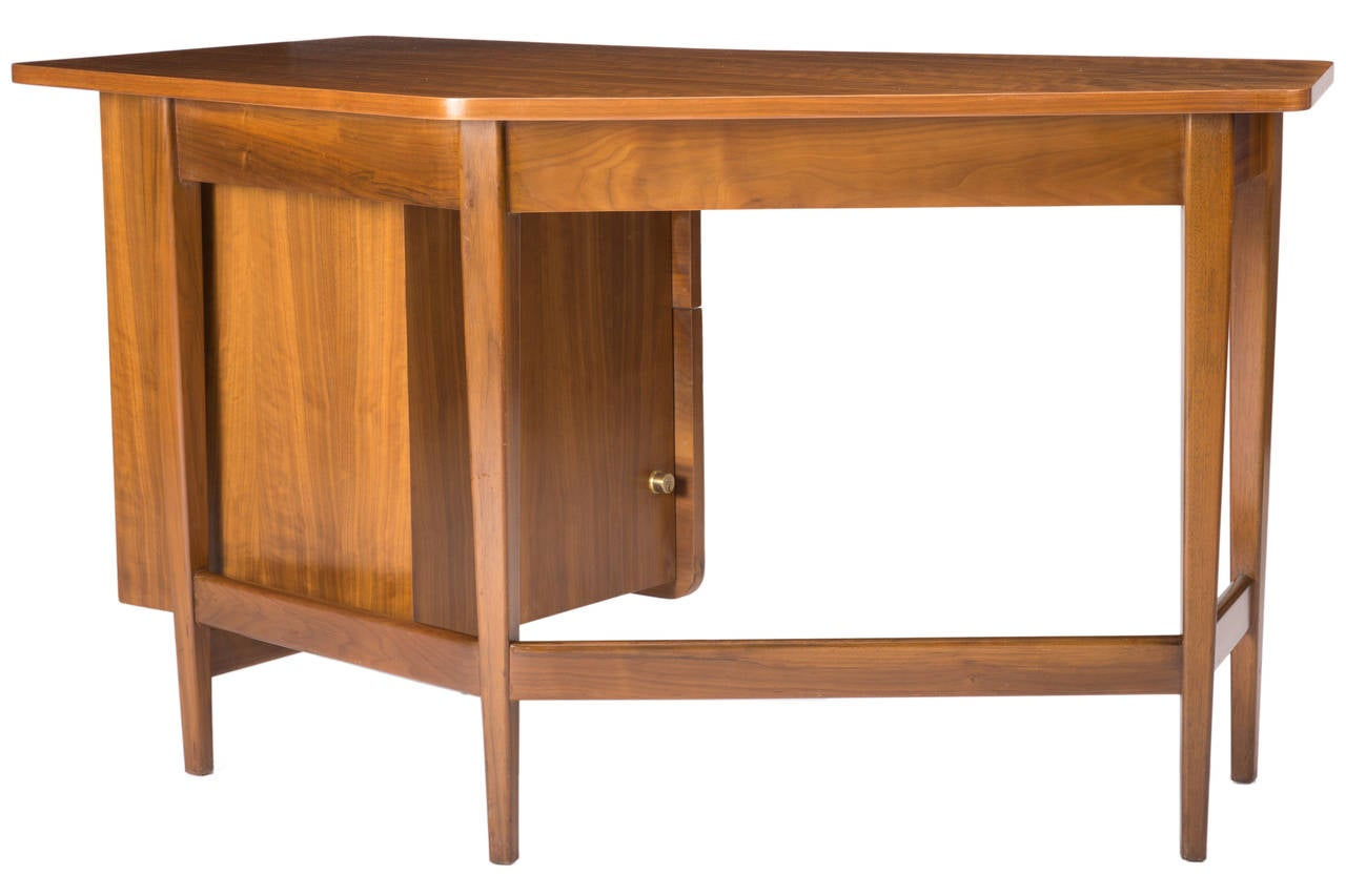 Desk by Bertha Schaefer for Singer and Sons In Excellent Condition For Sale In Pawtucket, RI