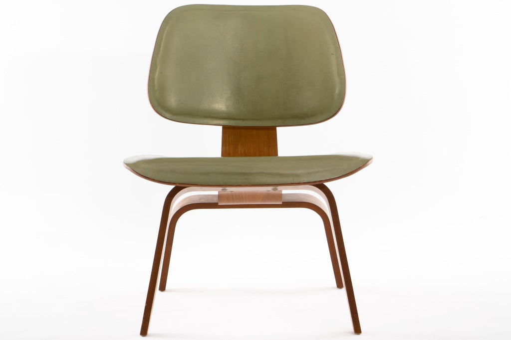 Eames leather lcw at 1stdibs - Fauteuil eames original ...