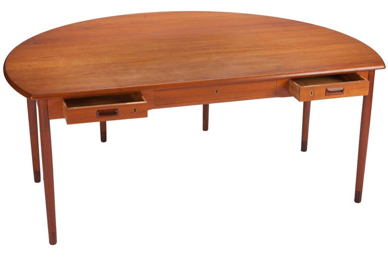 Mid-20th Century Desk by A. Bender Madsen and Ejner Larsen for Willy Beck Cabinetmaker For Sale