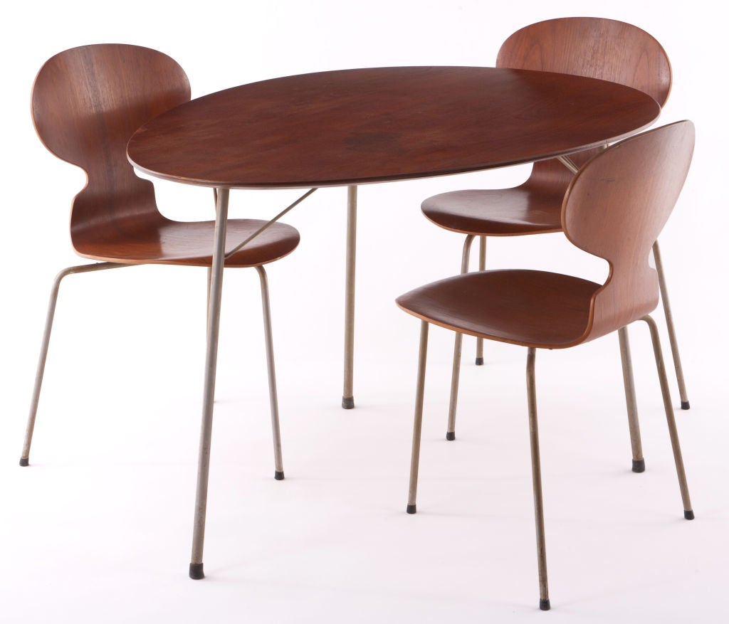 Arne jacobsen ant table and chairs at 1stdibs for Arne jacobsen chaise