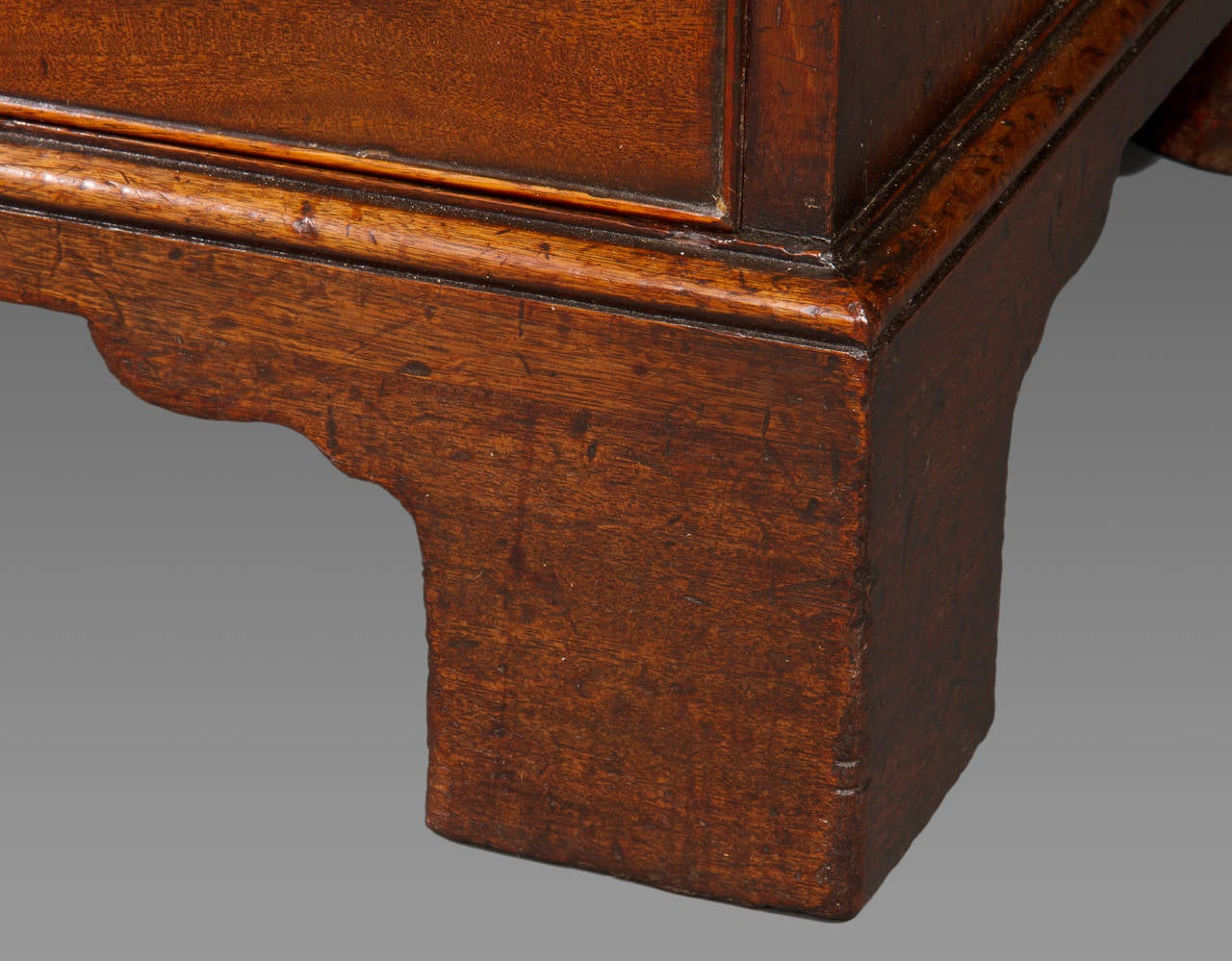 George III Mahogany Kneehole Desk of Exceptional Quality 4