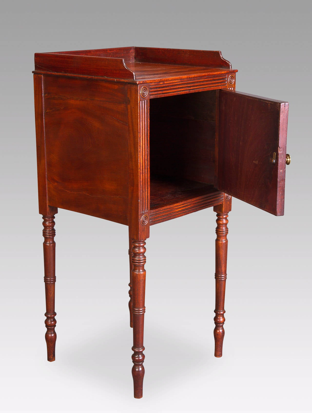 Great Britain (UK) Pair of George III Bedside Cupboards For Sale
