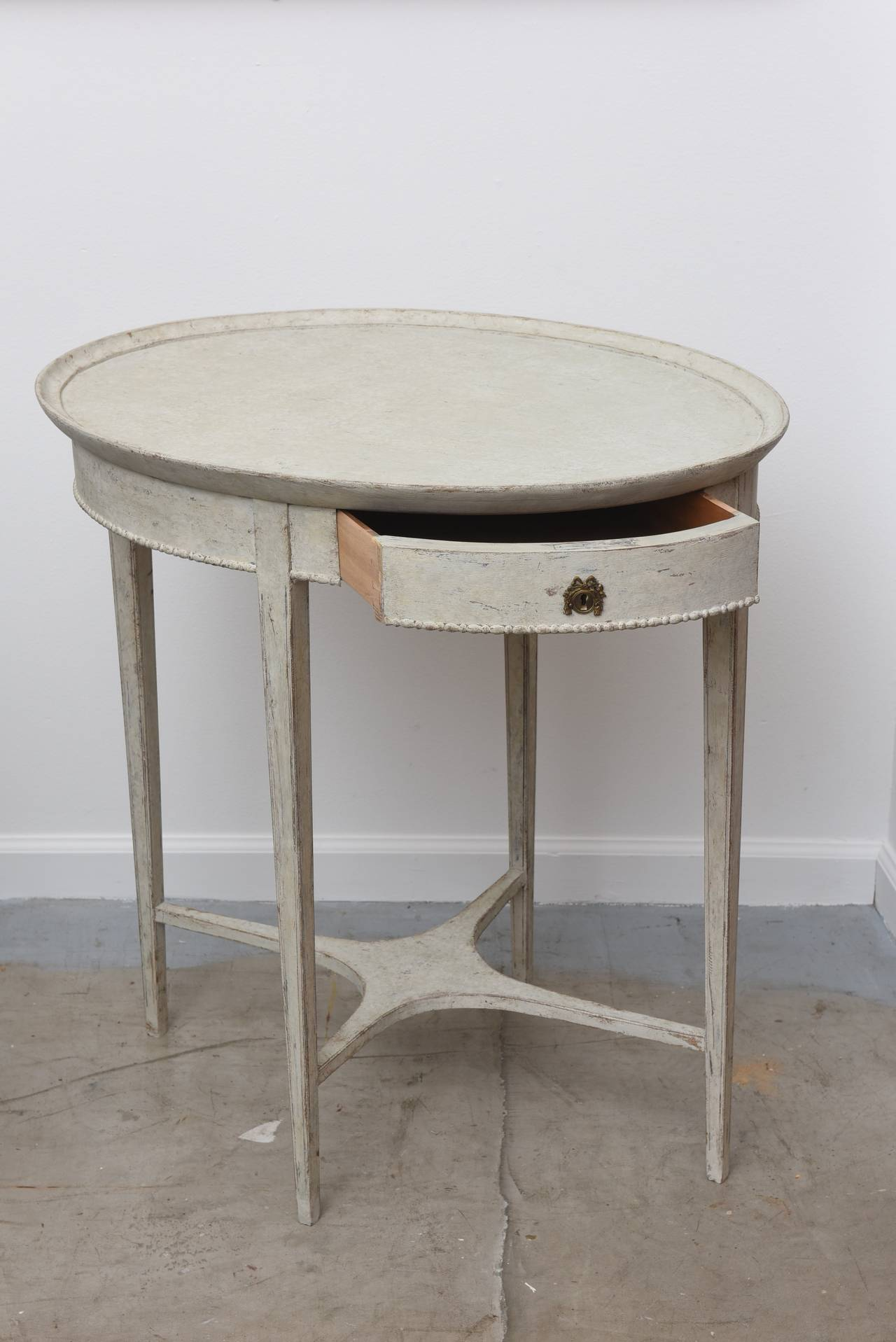 Lovely Antique Swedish Oval Side Table With Drawer 19th Century 3