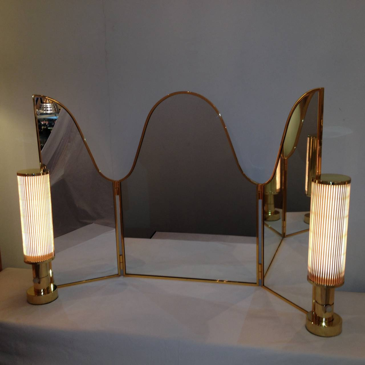 Vanity Mirror Lights Not Working : Hansen Co Vanity Mirror with Vanity Lamps at 1stdibs