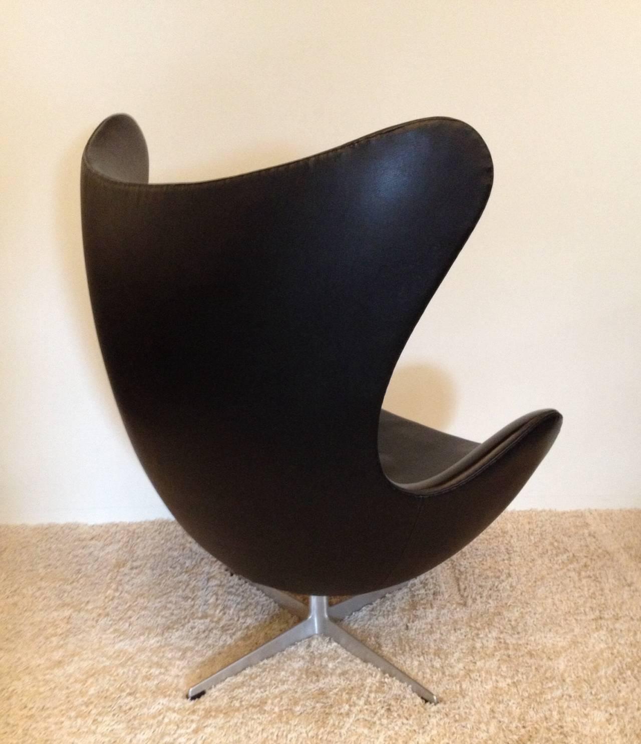 arne jacobsen vintage egg chair for fritz hansen at 1stdibs. Black Bedroom Furniture Sets. Home Design Ideas