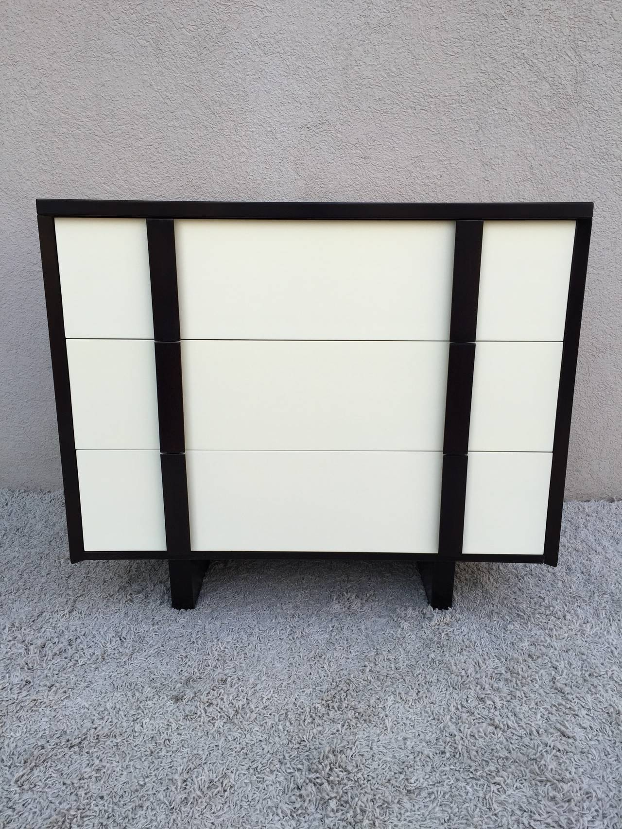 Mid-Century Modern Pair of Paul Laszlo Chests For Sale