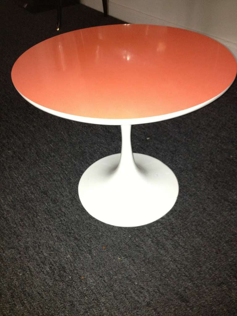 Appliqué Saarinen Style Tulip Small Table Orange Top For Sale