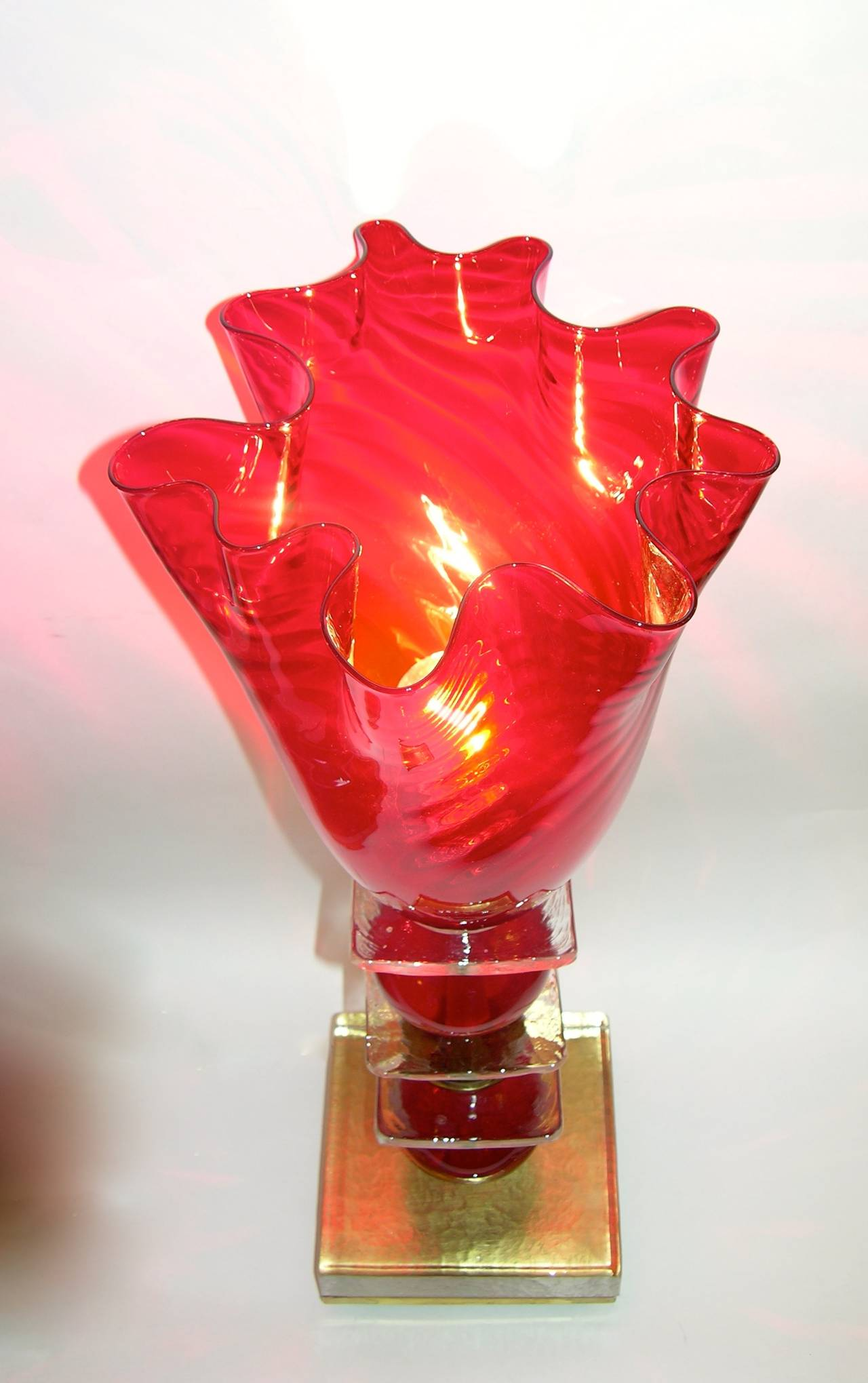 Hand-Crafted Italian Pair of Tulip Red Murano Glass Lamps, 1970s For Sale
