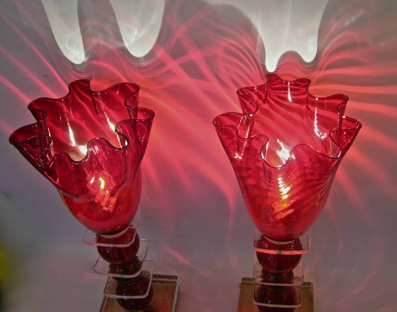 Brass Italian Pair of Tulip Red Murano Glass Lamps, 1970s For Sale