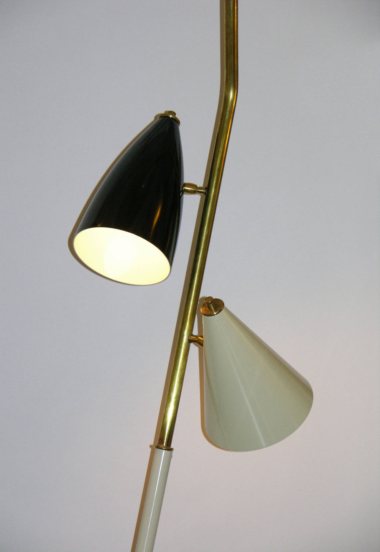 Cold-Painted 1960s Italian Black and Ivory White Modern Floor Lamp in the Style of Stilnovo For Sale