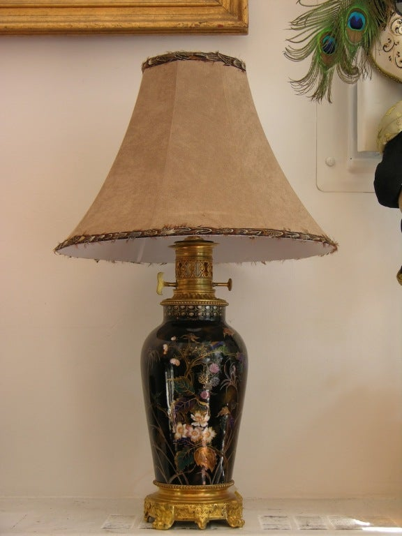 19th Century Elegant French Hand-Painted Porcelain Lamp on Ormolu Base For Sale 2
