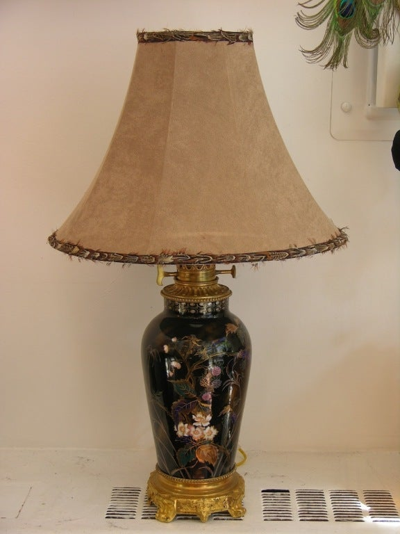 19th Century Elegant French Hand-Painted Porcelain Lamp on Ormolu Base For Sale 3