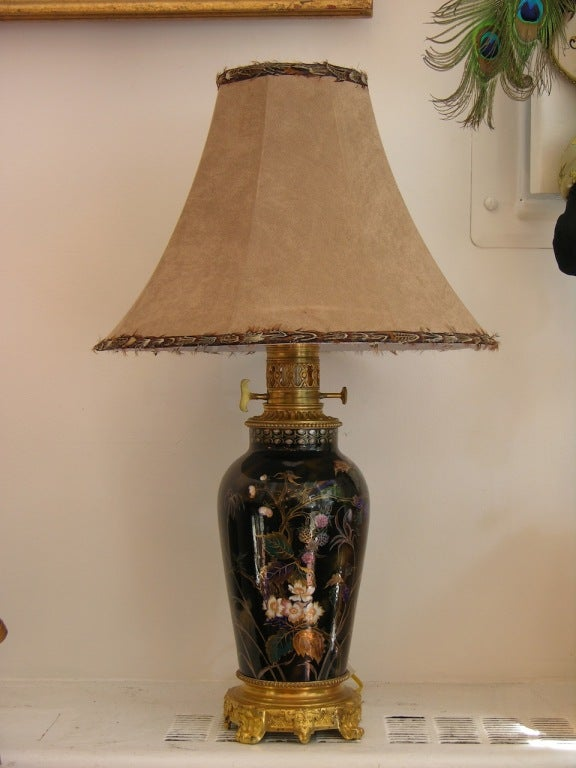 19th Century Elegant French Hand-Painted Porcelain Lamp on Ormolu Base For Sale 4