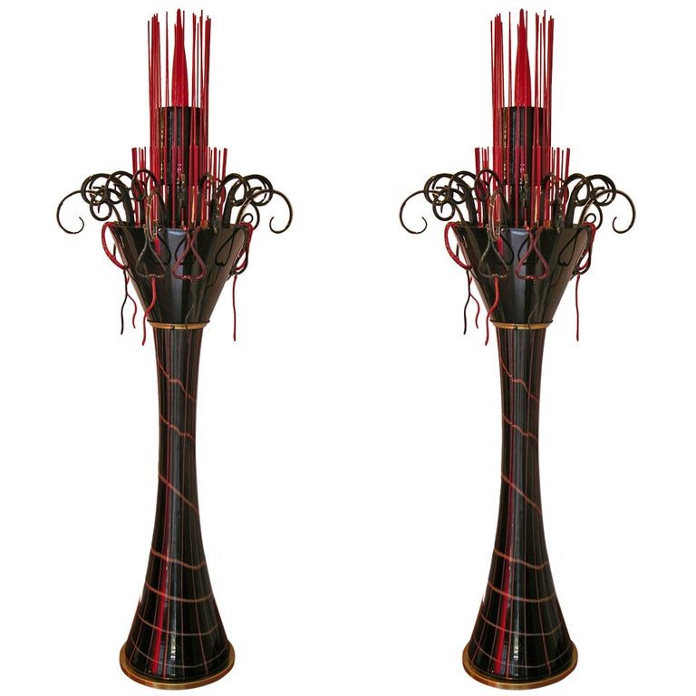 1980s Italian Modern Black and Red Murano Glass Pair of Fountain Floor Lamps For Sale
