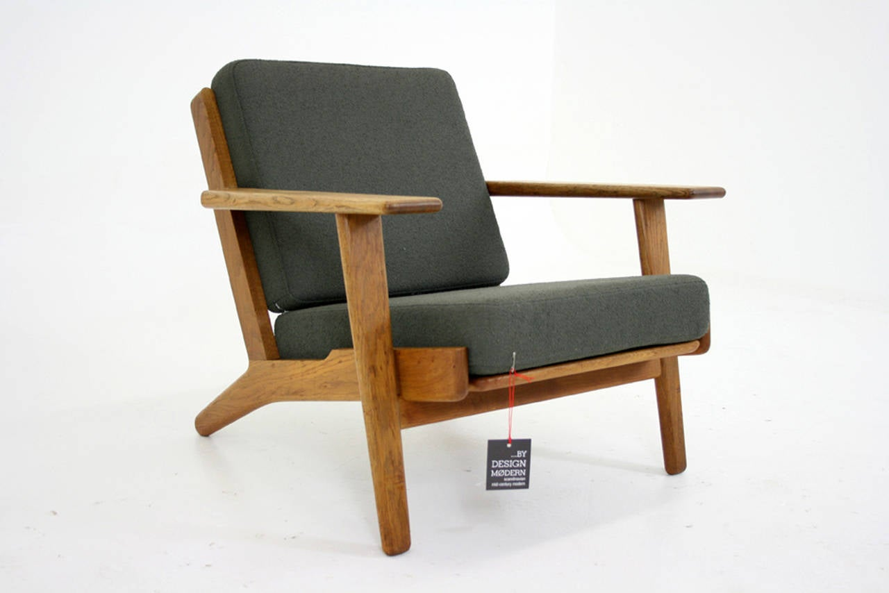 Scandinavian Modern Danish Mid-Century Oak GE-290 Lounge Chair by Hans Wegner for Getama For Sale