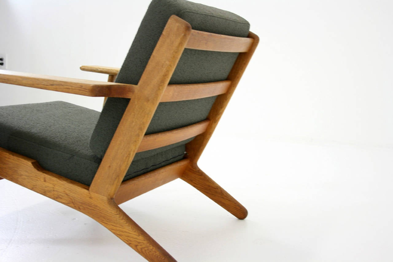 Mid-20th Century Danish Mid-Century Oak GE-290 Lounge Chair by Hans Wegner for Getama For Sale