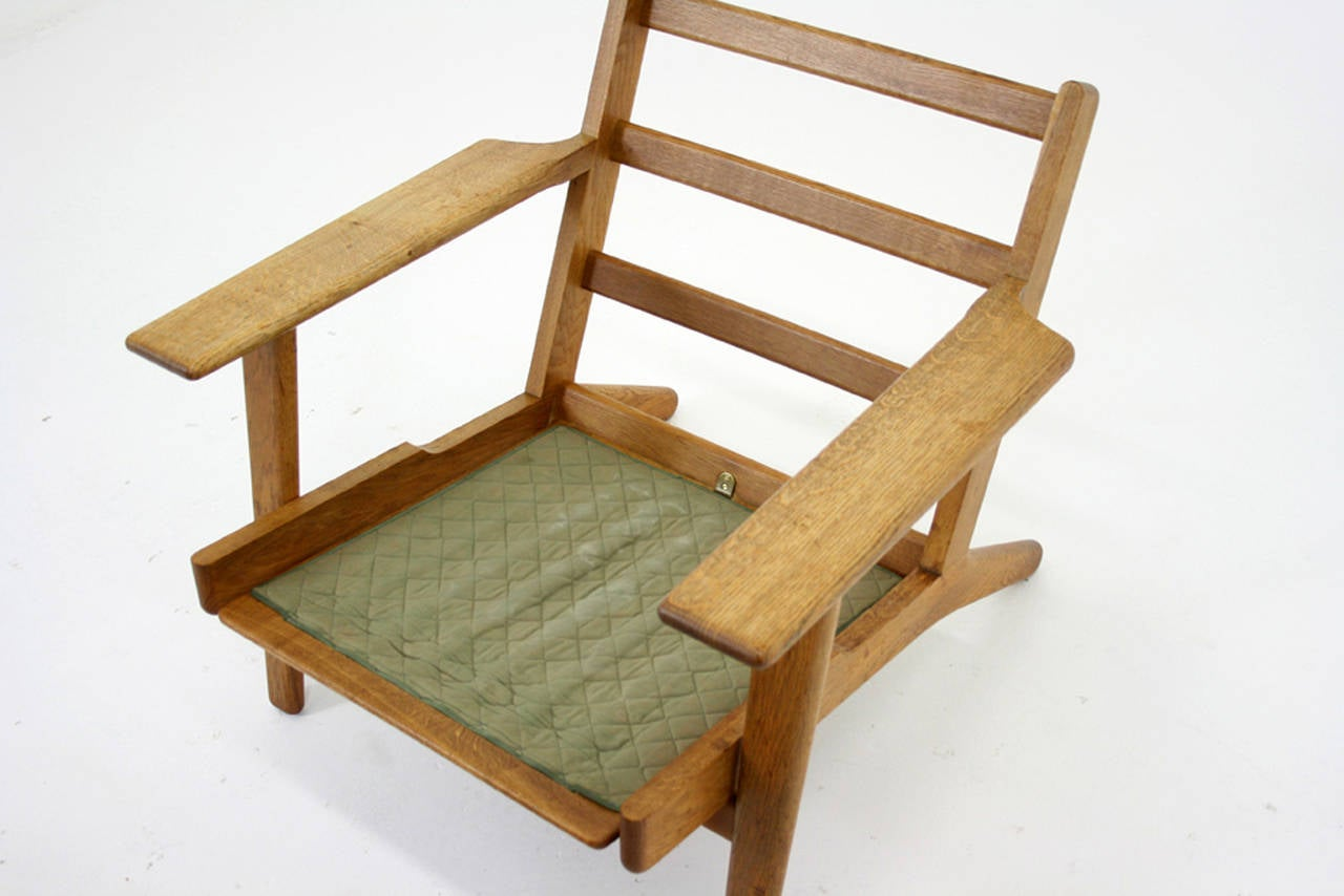 Danish Mid-Century Oak GE-290 Lounge Chair by Hans Wegner for Getama For Sale 1