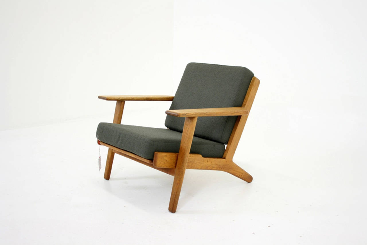 Danish Mid-Century Oak GE-290 Lounge Chair by Hans Wegner for Getama For Sale 5