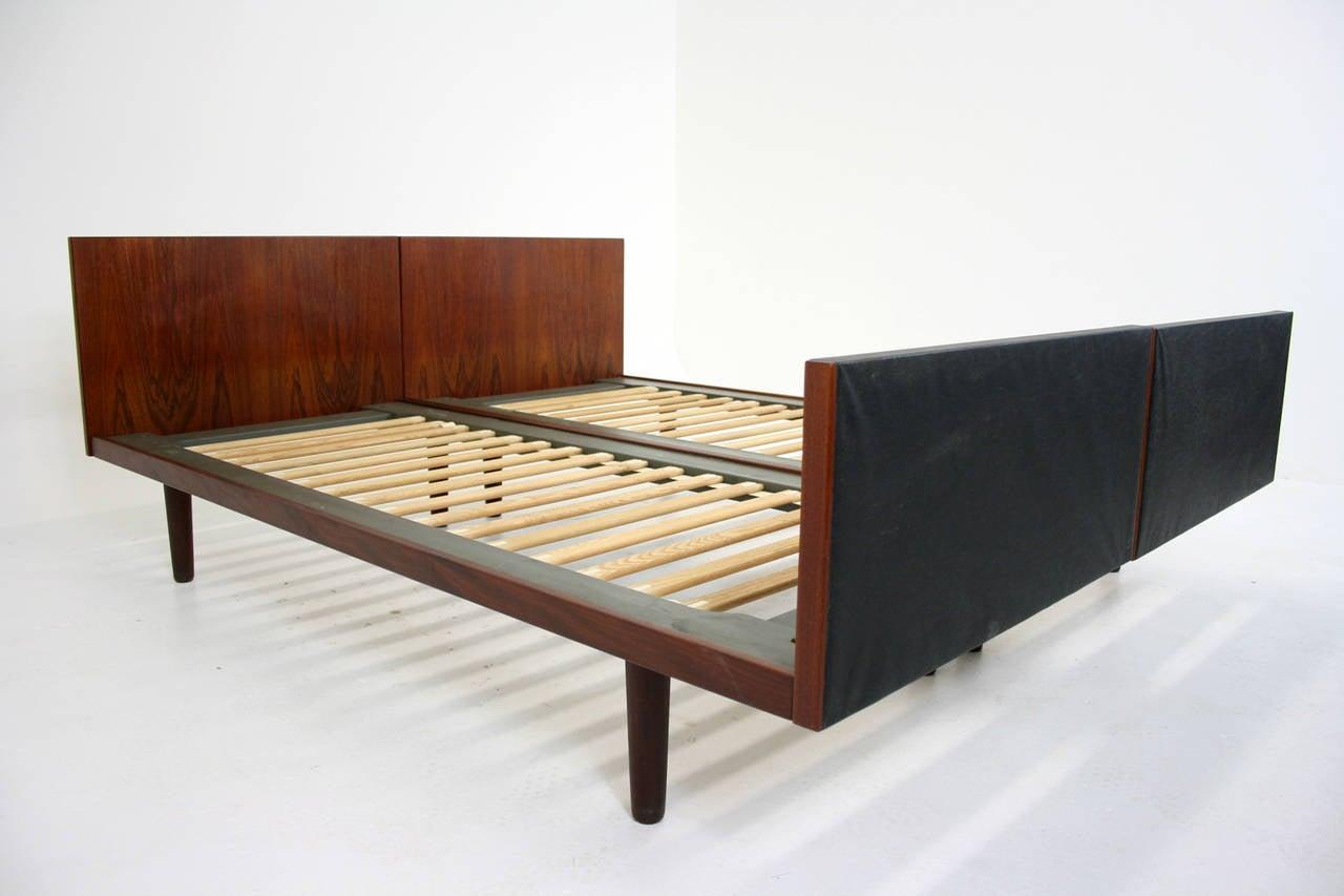 Danish mid century modern pair teak beds by hans wegner for getama at 1stdibs for Danish modern bedroom furniture