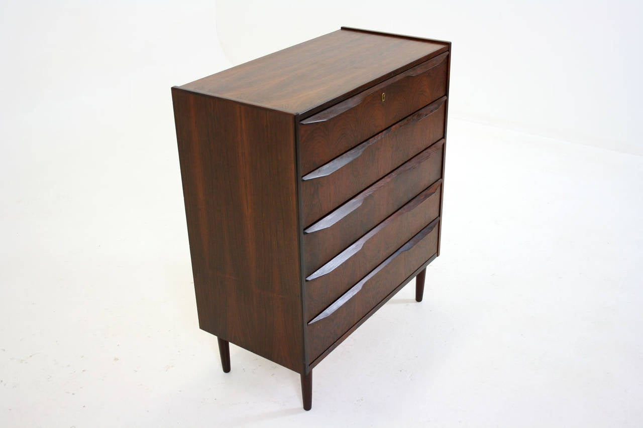 danish mid century modern rosewood chest of drawers dresser vanity at 1stdibs. Black Bedroom Furniture Sets. Home Design Ideas