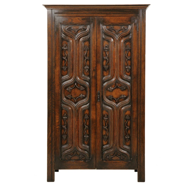 oak art nouveau armoire at 1stdibs. Black Bedroom Furniture Sets. Home Design Ideas