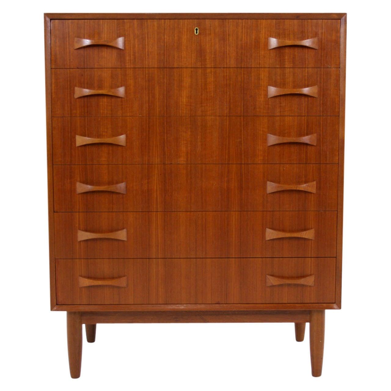 danish mid century modern 1960s six drawer teak dresser or chest of drawers at 1stdibs. Black Bedroom Furniture Sets. Home Design Ideas