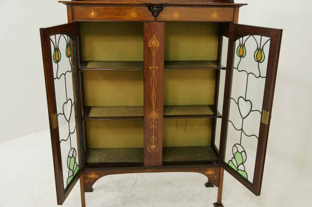 Early 20th Century Mahogany Art Nouveau Display, China Cabinet For Sale 4