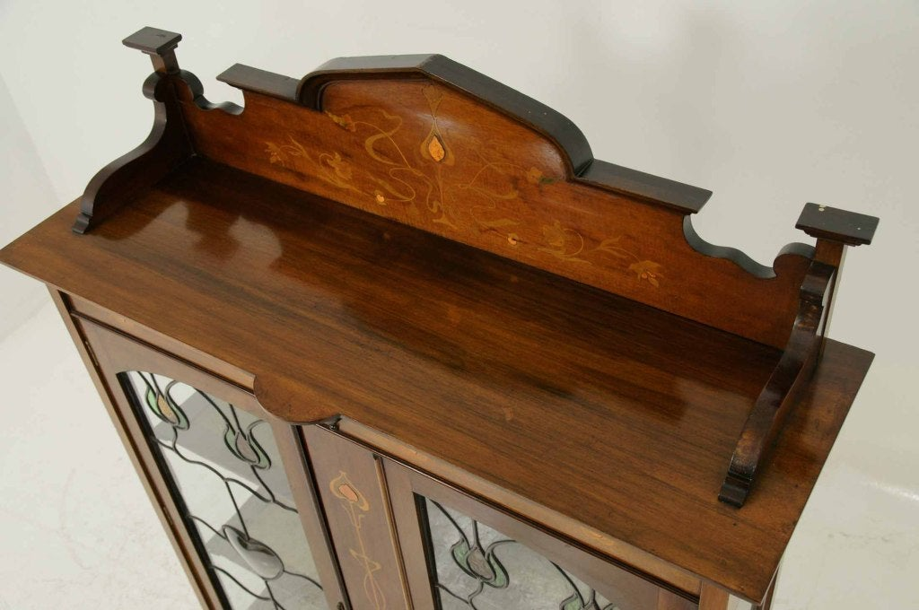 Early 20th Century Mahogany Art Nouveau Display, China Cabinet For Sale 5