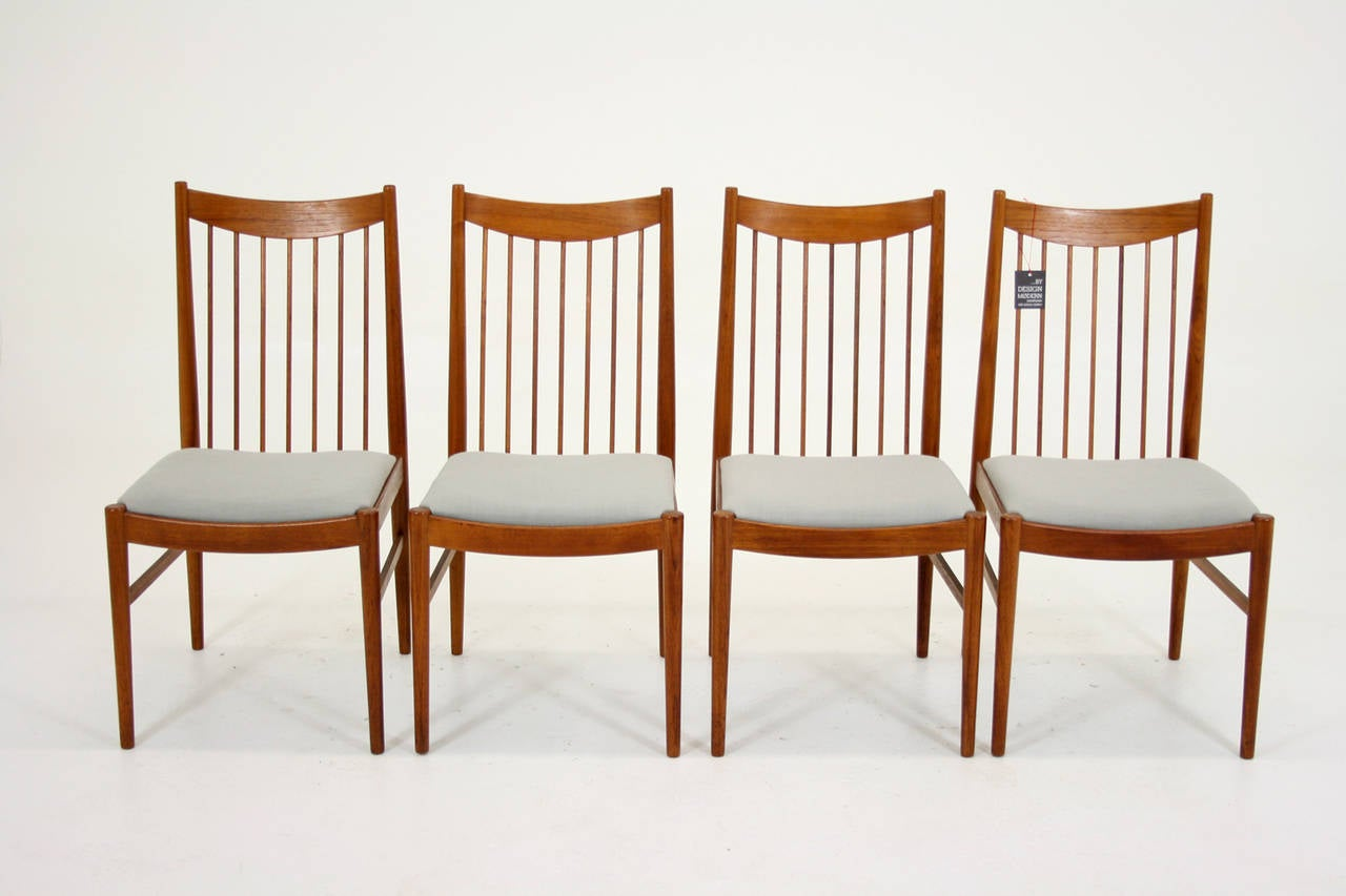 Beautiful Set Of Four Teak Dining Chairs By Arne Vodder At