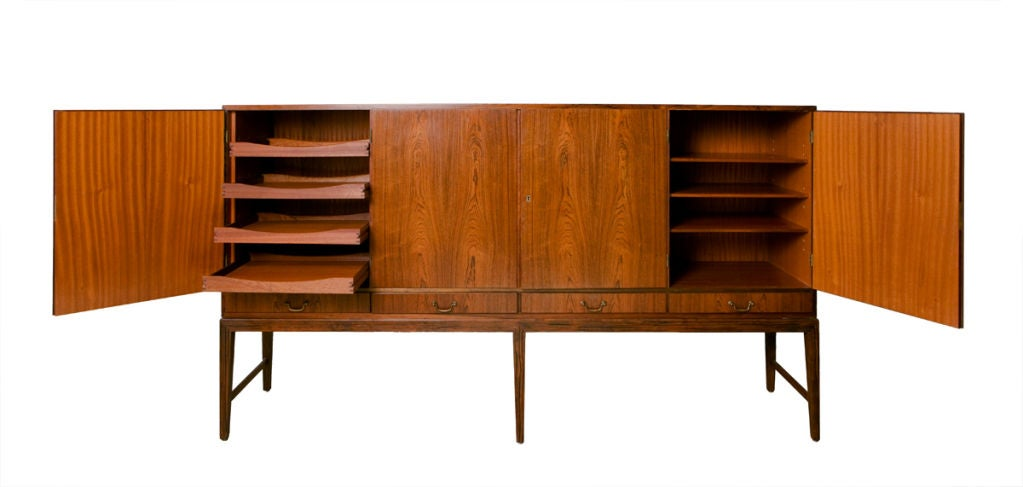 Danish Sideboard in Rosewood In Excellent Condition For Sale In Los Angeles, CA