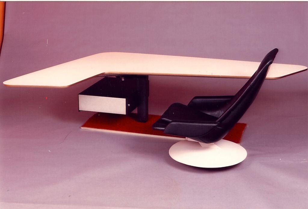 Late 20th Century Boomerang Desk and Gemini Chair, France, 1970s For Sale