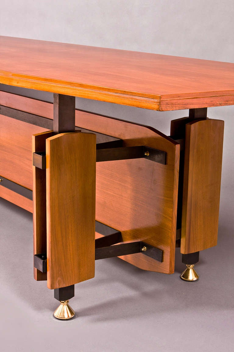 Monumental Italian 1950s Tapering Fruitwood Dining Table In Good Condition For Sale In New York, NY