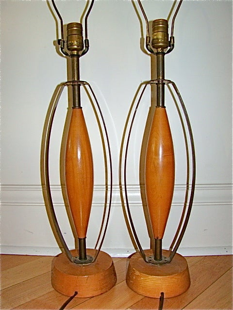 sculptural brass and wood mid century table lamp pair at 1stdibs. Black Bedroom Furniture Sets. Home Design Ideas