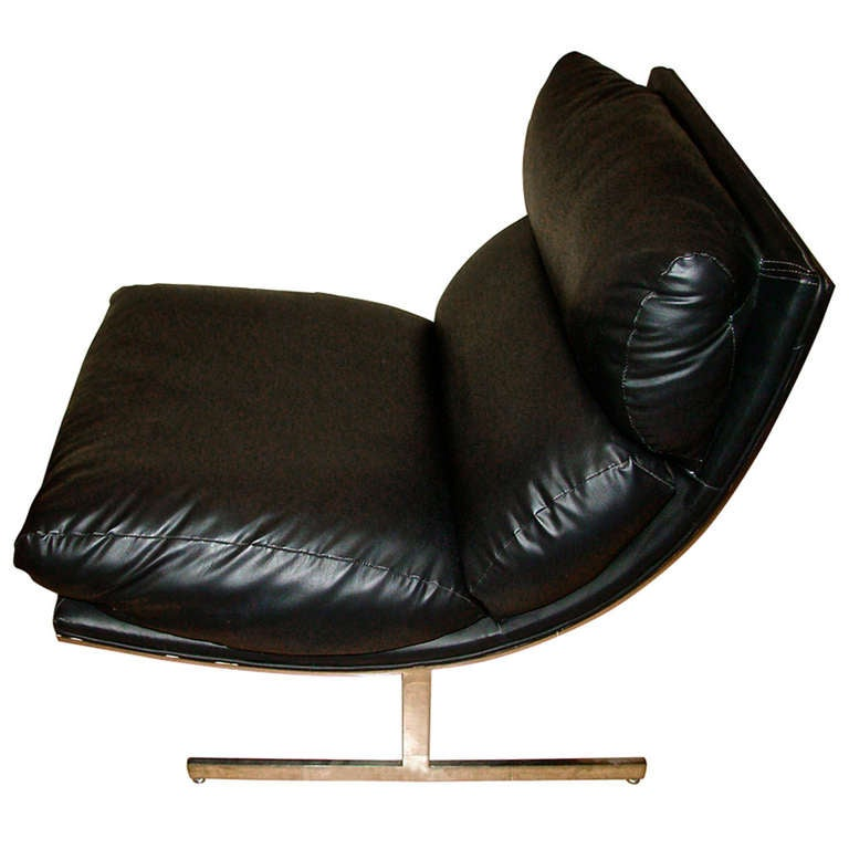 Milo Baughman Sculptural Chrome and Black Leather Lounge Chair at 1stdibs