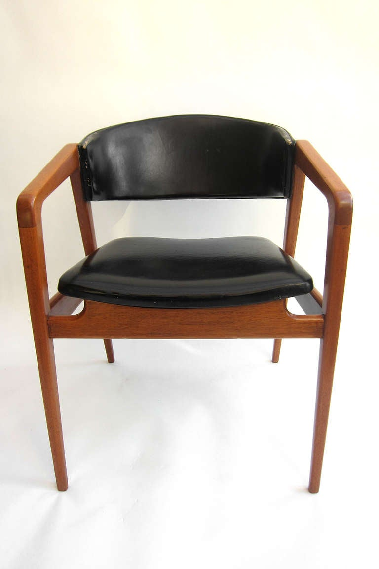 Pair mid century modern armchairs at 1stdibs for Mid century modern armchairs