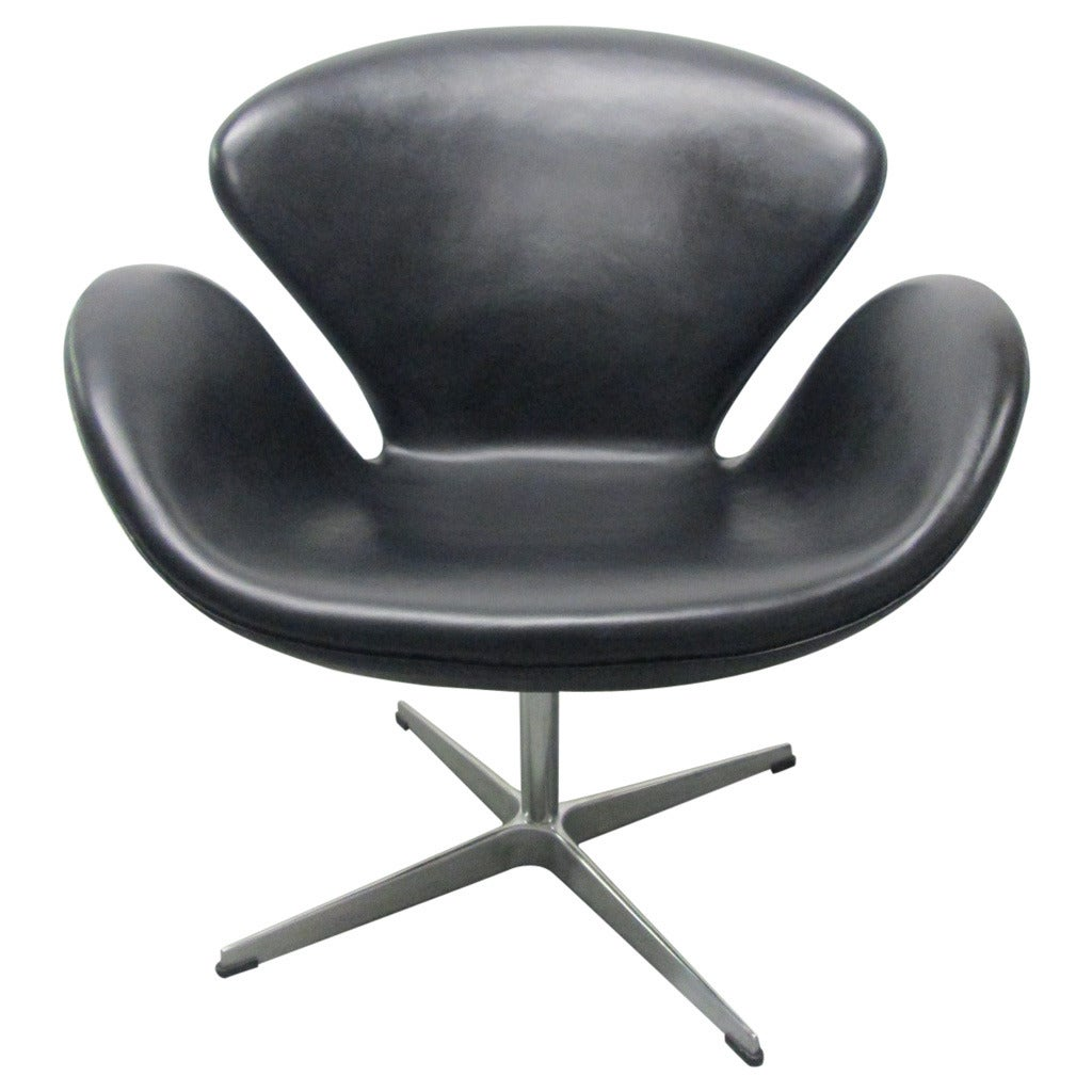 Swan chair by arne jacobsen for fritz hansen at 1stdibs