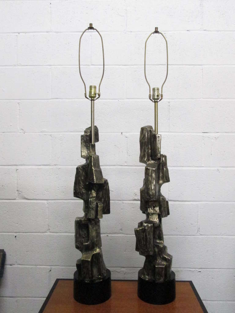 Pair of Tall Brutalist Table Lamps by Laurel Lamp Company In Good Condition For Sale In New York, NY