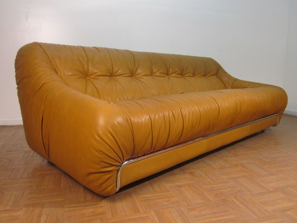 cassina leather italian sofa at 1stdibs. Black Bedroom Furniture Sets. Home Design Ideas